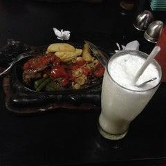 Photo taken at Waroeng Steak & Shake by Andrie Putra S. on 4/9/2015