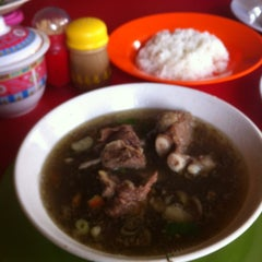 Photo taken at Warung Makan Sop Iga Sapi Bambu Kuning by Andre R. on 10/3/2012