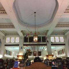 Photo taken at Munro's Books by Antonis S. on 9/20/2015