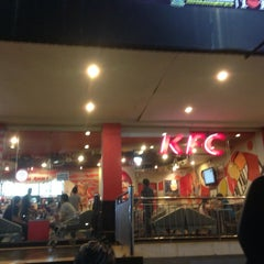 Photo taken at KFC by ALan S. on 5/31/2014