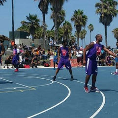 Photo taken at Venice Beach Basketball Courts by B. D. on 8/22/2015