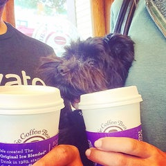 Photo taken at The Coffee Bean & Tea Leaf® by Rob B. on 9/19/2014
