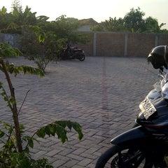 Photo taken at SMA Negeri 3 Sidoarjo by Kumala S. on 10/10/2012