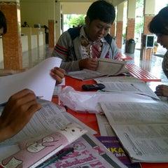 Photo taken at SMA Negeri 3 Sidoarjo by Kumala S. on 12/6/2012