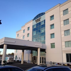 Photo taken at Embassy Suites by Hilton Syracuse by Sean D. on 10/25/2014