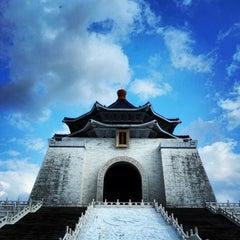 Photo taken at 中正紀念堂 Chiang Kai-Shek Memorial Hall by abe on 10/14/2012