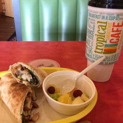 Photo taken at Tropical Smoothie Cafe by A Rose R. on 7/30/2015