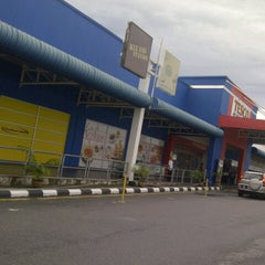 Photo taken at Tesco by Azeera I. on 10/30/2012