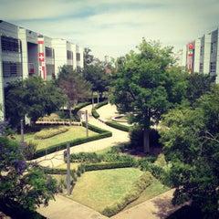 Photo taken at Universidad del Valle de México (UVM Campus Zapopan) by Frank N. on 5/7/2013