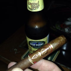 Photo taken at Harry's Cigar & Brew by Cigar ThinkTank on 12/8/2013