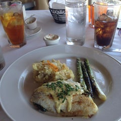 Photo taken at Charley's Crab by Uly M. on 5/22/2014