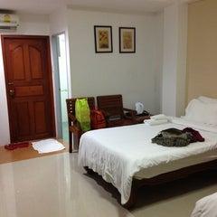 Photo taken at โรงแรมปูนนกันต์ | อ.แม่สอด จ.ตาก by issarawarang r. on 8/10/2013