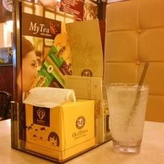 Photo taken at OldTown White Coffee by Baanoo S. on 11/15/2013