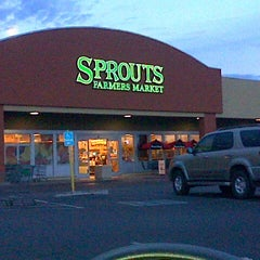 Photo taken at Sprouts Farmers Market by Heather T. on 1/26/2013