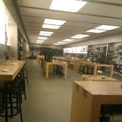 Photo taken at Apple Store, Partridge Creek by Nicole M. on 5/3/2013
