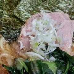 Photo taken at 横浜ラーメン武蔵家 幡ヶ谷店 by こめっこ こ. on 3/24/2016