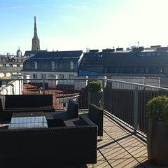 Das Foto wurde bei MyPlace Hotel City Centre von Niko V. am 9/25/2012 aufgenommen