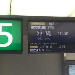 Photo taken at 鹿児島空港5番搭乗口 by Yanshi T. on 8/27/2015