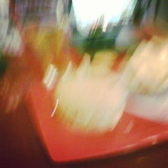 Photo taken at Red Robin Gourmet Burgers by Allen W. on 9/2/2015