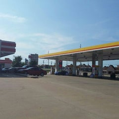 Photo taken at Shell by Terry W. on 8/13/2015