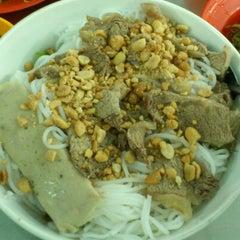Photo taken at Quan Tam Tam by Saphia N. on 10/20/2012