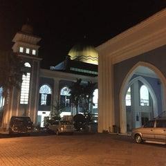 Photo taken at Masjid Al Rahimah Kuala Kubu Bharu by Najwatul A. on 8/14/2015