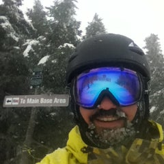 Photo taken at Mount Snow Summit Lodge by Drew P. on 12/27/2012
