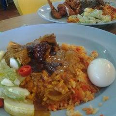 Photo taken at Nasi Kandar Padang Kota by cek a. on 9/22/2012