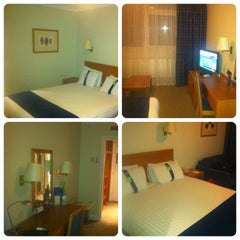 Photo taken at Holiday Inn Coventry M6, Jct.2 by Alex K. on 3/17/2013