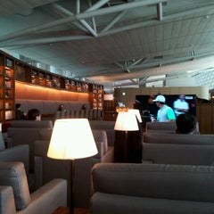 Photo taken at Asiana Airlines Business Lounge by Josephyne H. on 4/15/2013