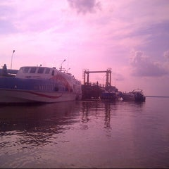 Photo taken at Pelabuhan Tanjung Buton Riau by Dedi S. on 4/27/2014