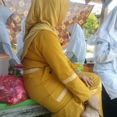 Photo taken at Pondok Pesantren Daar El Qolam by fikri f. on 10/15/2013