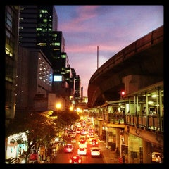 Photo taken at MRT สีลม (Si Lom) SIL by Methiya F. on 5/9/2013