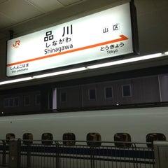 Photo taken at 品川駅 (Shinagawa Sta.) by Ryan T. on 10/14/2012