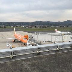 Photo taken at 出雲空港ターミナル by Shinji H. on 4/18/2015