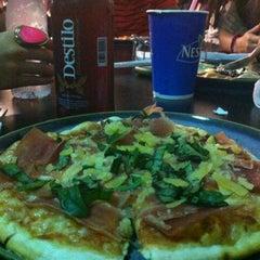 Foto tomada en Caprara Pizzeria por Juliana C. el 11/5/2012