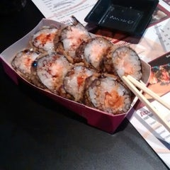 Photo taken at Yoi! Roll's & Temaki by Leandro S. on 10/12/2014