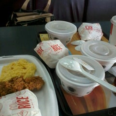 Photo taken at McDonald's by Renny H. on 12/8/2012