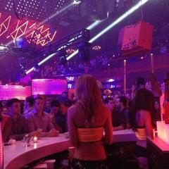 Photo taken at Mansion Nightclub by Juan P. on 7/7/2013
