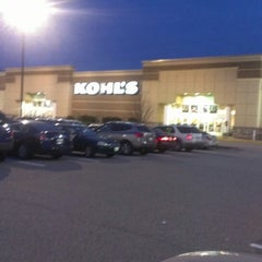 Photo taken at Kohl's by Jowell J. on 12/8/2013
