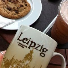 Das Foto wurde bei Starbucks von Kira A. am 5/6/2013 aufgenommen