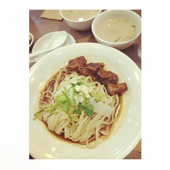 Photo taken at Kanzhū Hand-Pulled Noodles by Jammy on 7/18/2014