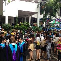 Photo taken at มหาวิทยาลัยหอการค้าไทย (UTCC) University of the Thai Chamber of Commerce by l3aibai  on 11/24/2012