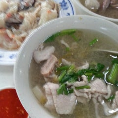 Photo taken at Cheng Mun Chee Kee Pig Organ Soup 正文志记 by RN on 12/22/2012