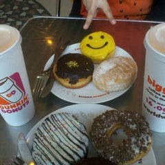 Photo taken at Dunkin Donuts by Yunia K. on 10/14/2012