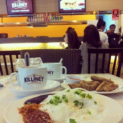 Photo taken at Killiney Kopitiam by Cheryna Z. on 8/23/2013