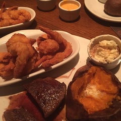 Photo taken at Outback Steakhouse by Jensue F. on 8/22/2015