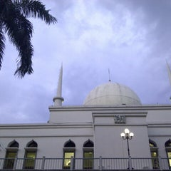 Photo taken at Masjid Agung Al-Azhar by Wayan S. on 11/24/2012