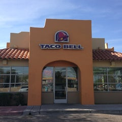 Photo taken at Taco Bell by Matthew L. on 4/1/2013