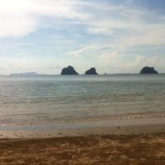 Photo taken at หาดราชมงคลตรัง by นายสมพงษ์ พ. on 5/8/2014
